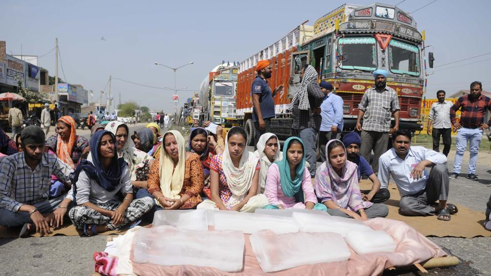 The accident victim's family members blocking the Sirhind bypass road in Patiala.