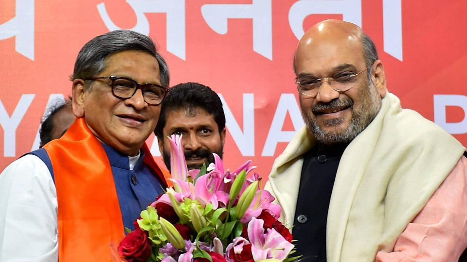 BJP President Amit Shah with former Congress leader and Karnataka chief minister SM Krishna who joined the saffron party in New Delhi on March 22. 2017.