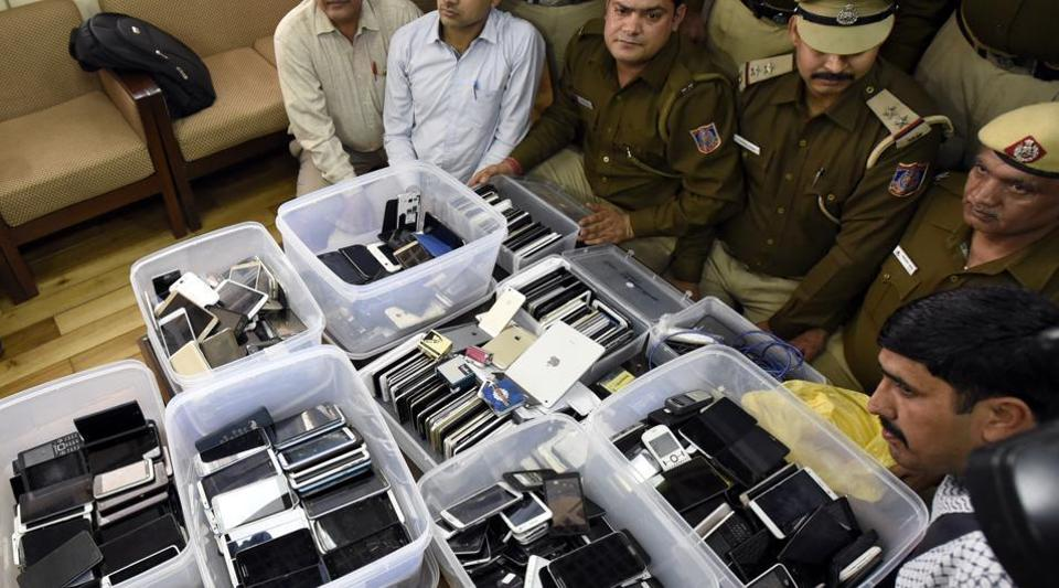 Mumbai: Man who used to change IMEI numbers of stolen phones