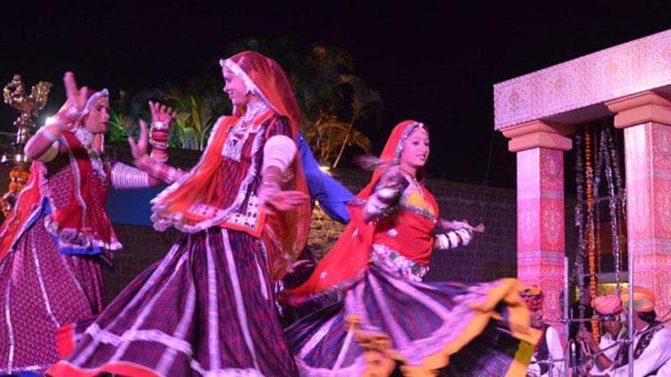 Chokhi Dhani,Rajasthan resort,Minor dancer