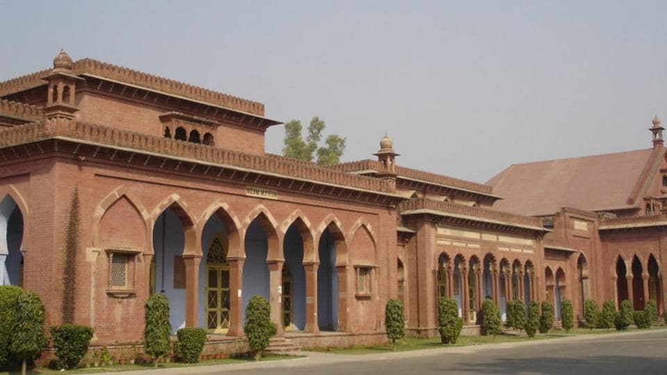 Aligarh Muslim University,Campus tense,Student clash