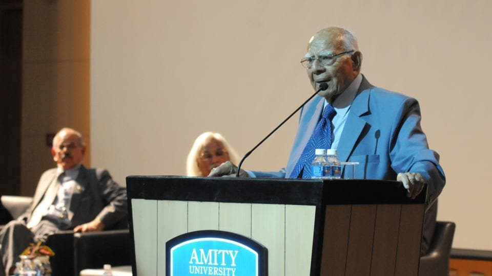 Ram Jethmalani, senior lawyer of the Supreme Court, addressing law students during the 2nd Amity national Moot court competition in Amity University, Manesar.