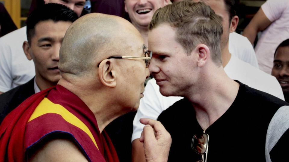 The Dalai Lama meets Australian cricket team captain Steve Smith and his teammates on the eve of their last test match against India. (PTI)