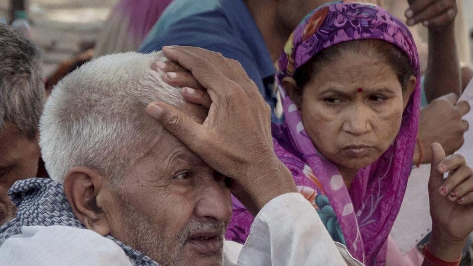 Doctors strike,Delhi hospital,Doctors wearing helmets