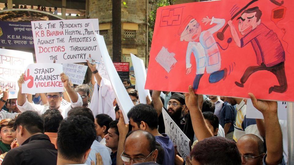 Resident doctors at KEM hospital protest at KEM hospital, Mumbai, March 23,  2017