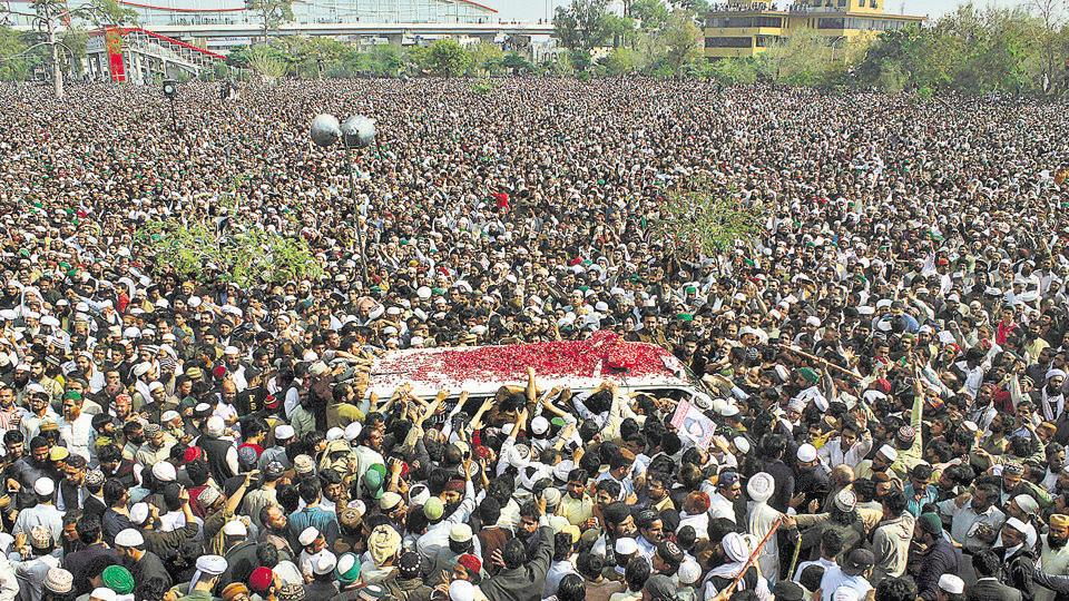 Thousands attend the funeral of Mumtaz Qadri, who was hanged for killing former Punjab (Pakistan) governor Salmaan Taseer.