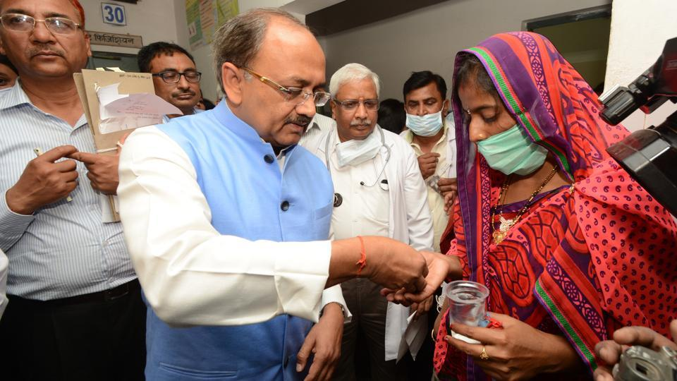 Health minister Siddharth Nath Singh during a visit to Rani Laxmibai hospital in Lucknow on Friday.