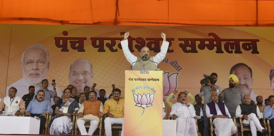 BJP National president Amit Shah speaks during the Panch Parmeshwaar Booth Sammelan for the MCD election at Ramlila Ground. (Vipin Kumar/HT PHOTO)