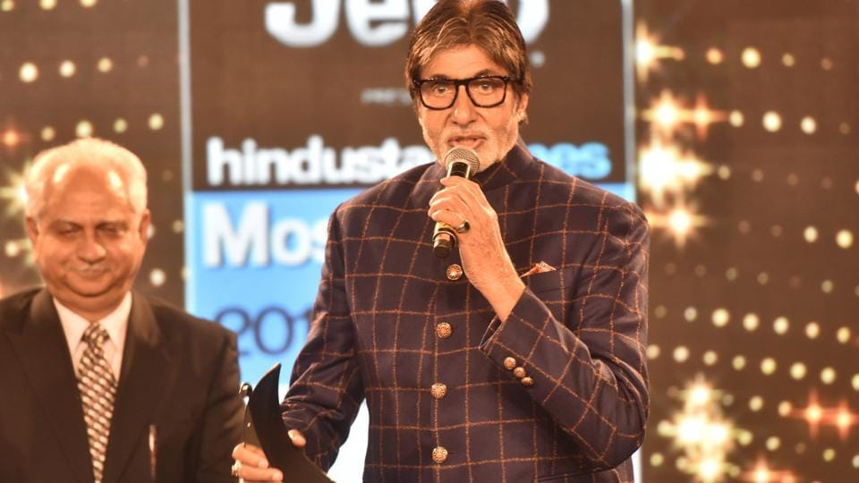 Amitabh Bachchan wowed the crowd with his humble acceptance speech when he was named the Most Stylish Star of the Millennium. He was accompanied to the stage with Ramesh Sippy (left).