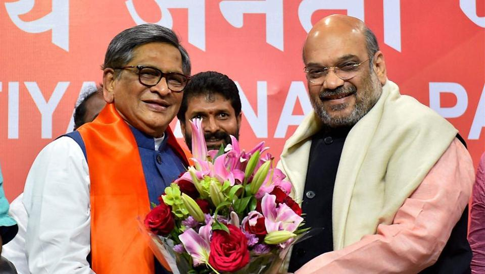 BJP national president Amit Shah greets former Karnataka chief minister SM Krishna who joined party in New Delhi on March 22, 2017.
