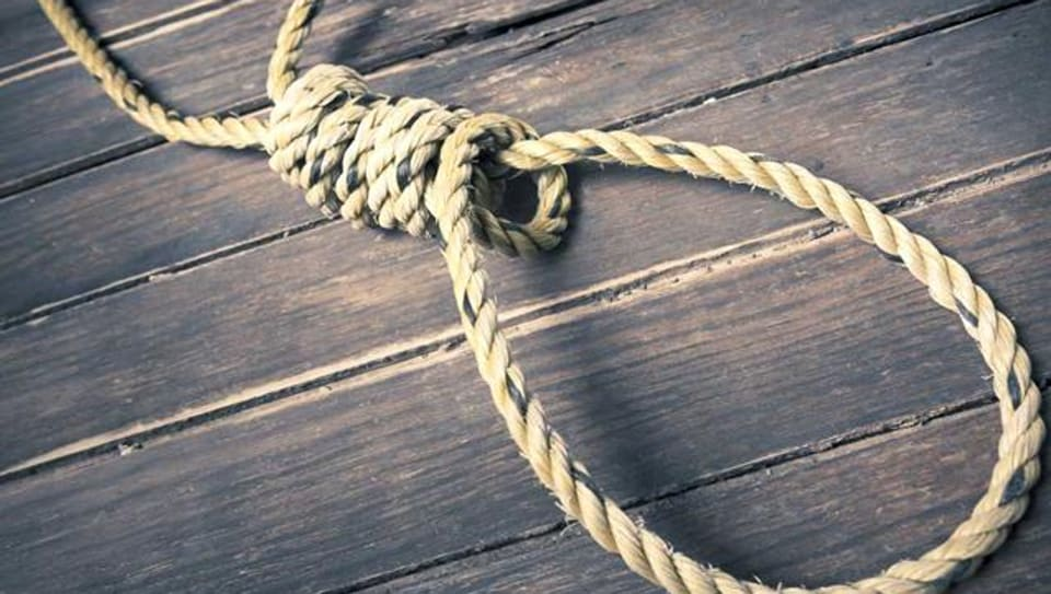 A 26-year-old woman made an unsuccessful bid to kill her 5-year-old son by stabbing him in the neck and abdomen before she hanged serself at her house in Sujawalpur village ofJalandhar.