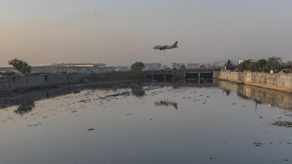Mithi River at Jari Mari, Kurla in Mumbai.  (Satish Bate/HT Photo)