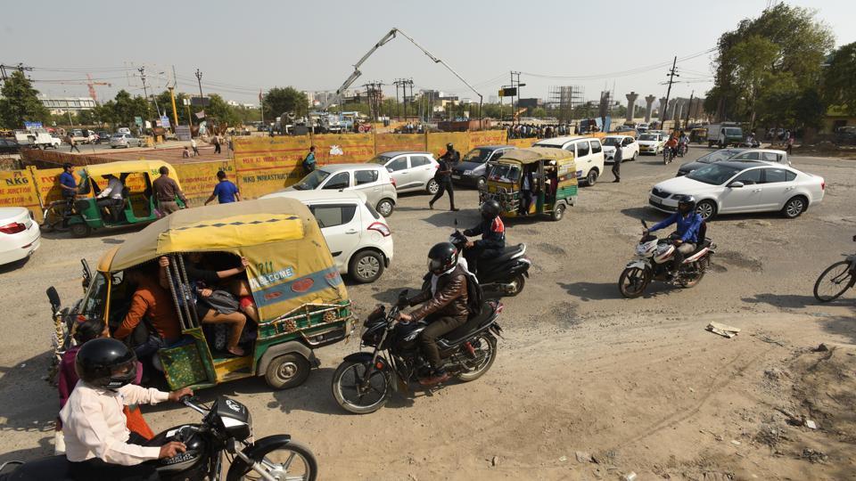 Noida,poor roads,potholes