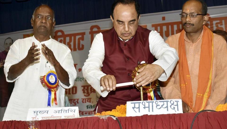 BJP MP Subramanyan Swamy (centre) and KNGovindacharya (left), at a seminar in Patna on Sunday.