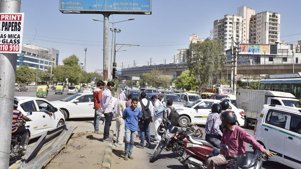 Vehicles jammed at the spot on MG Road where the traffic police created a right turn.