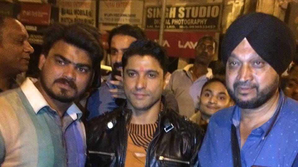 Farhan with crew and fans in Lucknow.