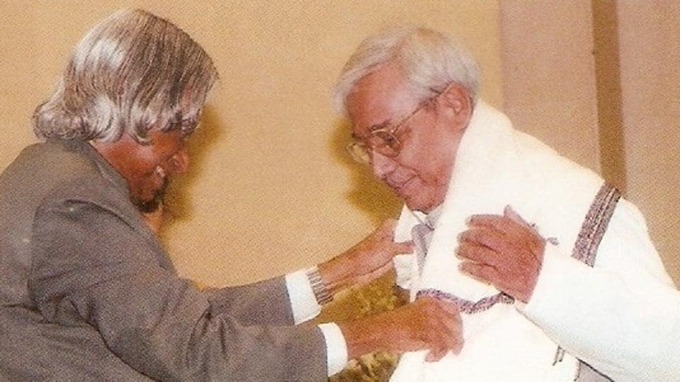 Arun Sarma being honoured by former president (late) Dr APJ Abdul Kalam.