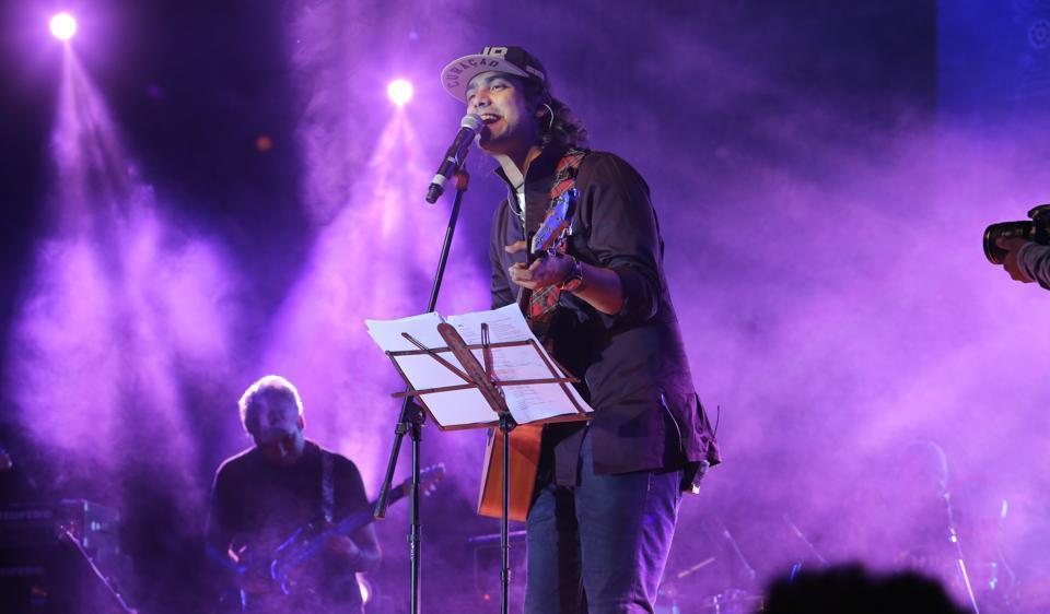 Singe Jubin Nautiyal  performs at the annual fest of Kamala Nehru College - Ullas 2017.