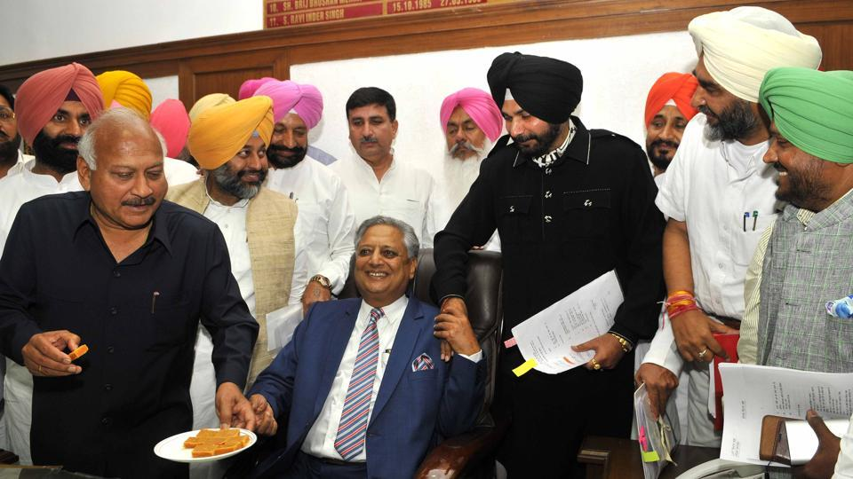 Sidhu can continue as celebrity guest, no conflict of interest: Punjab AG