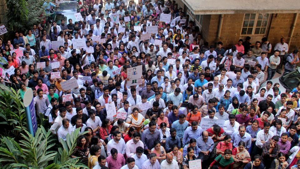 Silent protest by resident doctors at KEM hospital on the fourth day of the strike in Mumbai.
