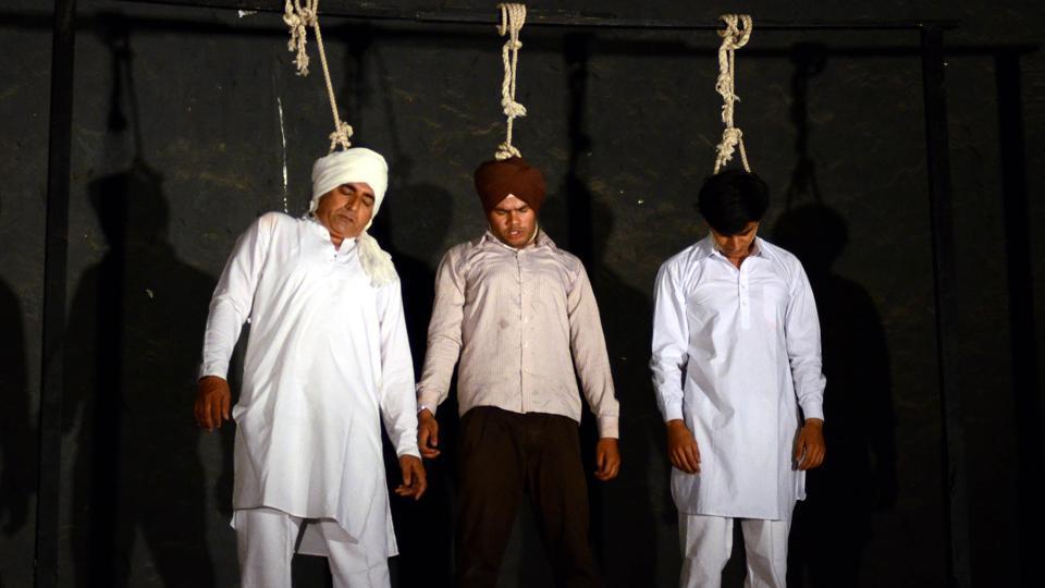 Artistes performing Punjabi play 'Mera Yaar Kartar Singh Sarabha' on March 26, Sunday evening, at Punjabi Bhawan in Ludhiana. (Jagtinder Singh Grewal/HT)