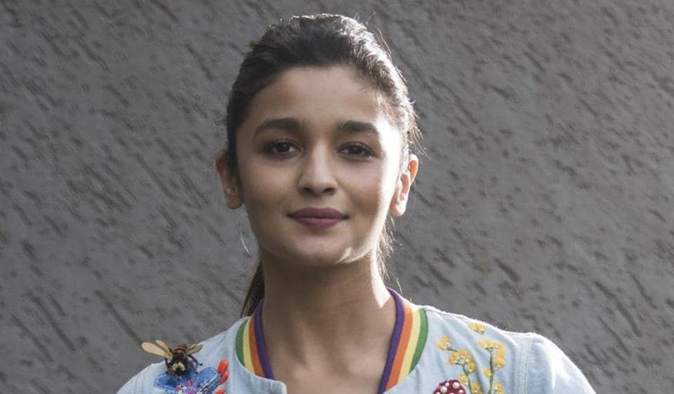 Alia Bhatt is likely to play daughter to her real-life sister Pooja Bhatt in the remake of Sadak.