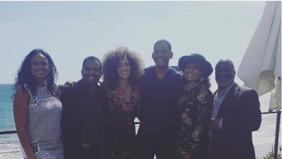 The cast of Fresh Prince of Bel-Air came together for a reunion photo.