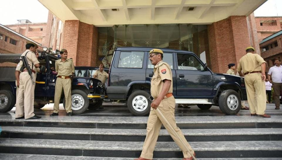 Cops deployed at Sharda University in Greater Noida. At least 200 additional police personnel are deployed in all Greater Noida sectors and universities to protect African students living in the city.