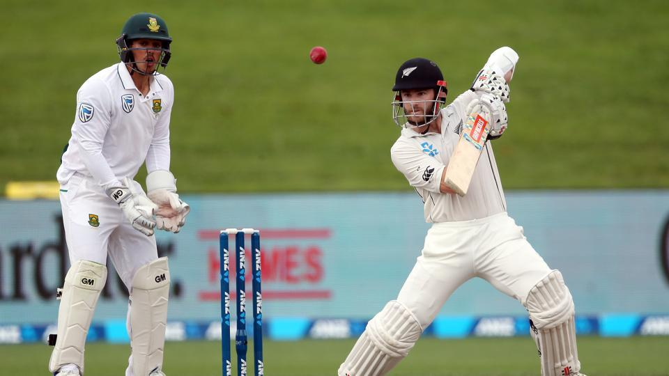 Kane Williamson of New Zealand (R) bats as South Africa's Quinton de Kock (L) looks on in the Hamilton Test. Get day 4 scorecard of New Zealand vs South Africa here.