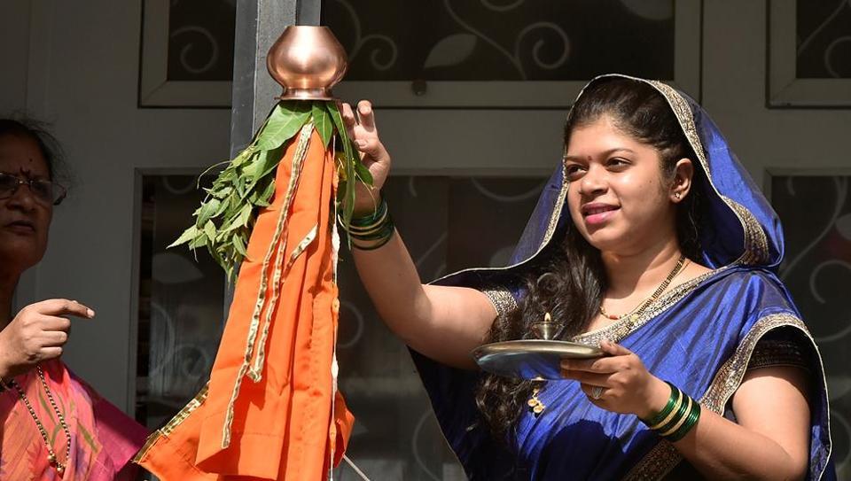 Tanvi Dicholkar, a newly married woman, offers prayers to the gudi, on the occasion of Gudi Padwa, Maharashtrian New Year, on Tuesday. (Anshuman Poyrekar/HT Photo)