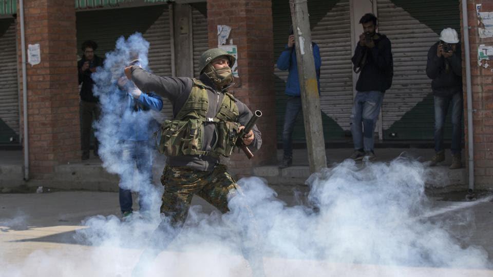 Pellet guns,Kashmir,Protesters