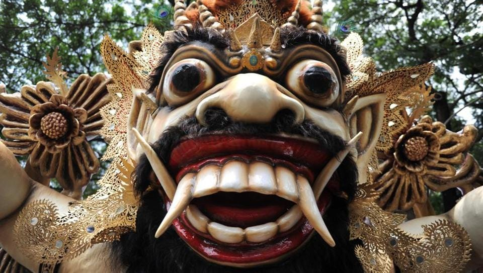 Balinese Hindu prepare effigies known as 'Ogoh-Ogoh' before a parade one day before 'Silent Day' in Denpasar on Indonesia's resort island of Bali on March 27, 2017. (Sonny Tumbelaka / AFP)