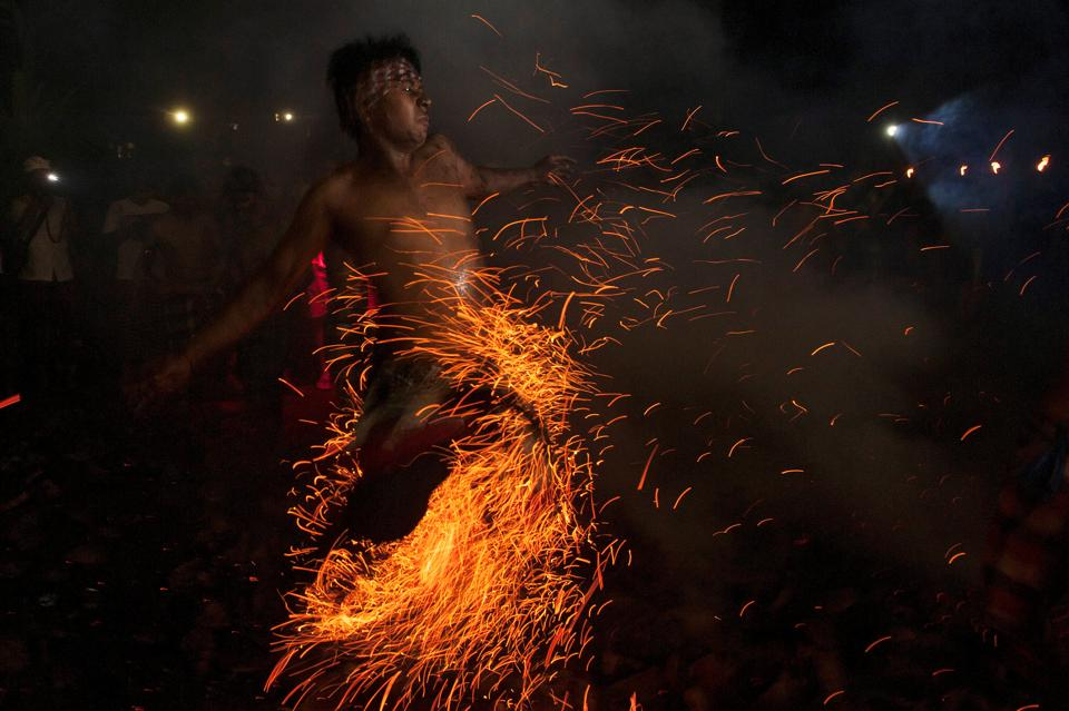 A Balinese Hindu runs through burning coconut husks during a 'Mesabatan Api' ritual on the eve of Nyepi, a day of silence for self-reflection to celebrate the new year, in Gianyar, Bali, Indonesia March 27, 2017. (Nyoman Budhiana/ Reuters)