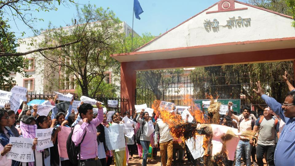 Students burning an effigy of chief minister Raghubar Das and RSS while protesting the new name Dr Shyama Prasad Mukherjee university of Ranchi college at Morhabadi campus in Ranchi on Monday
