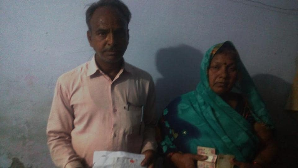 Dinesh Chandra Gupta and his wife with the demonetised notes they received from police.