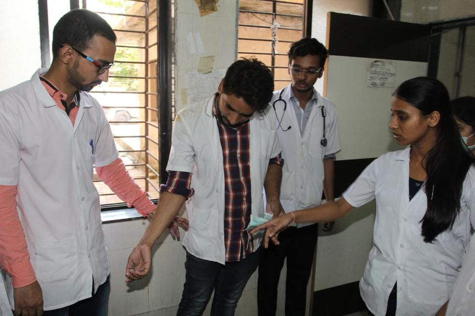 The doctors from Thane civil hospital, who were assaulted on Wednesday.