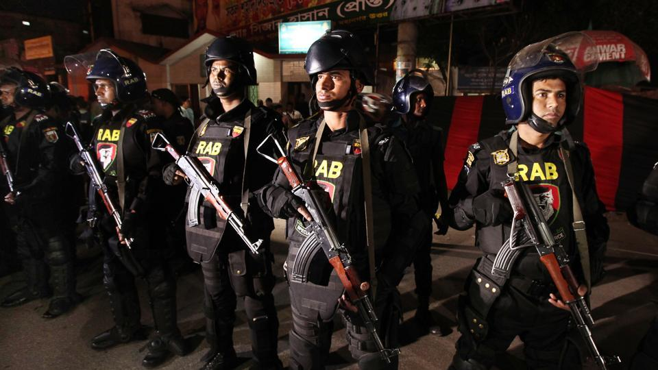 At least four extremists died and another six people including two police officers were killed when two bombs went off on Saturday near a crowd watching the operation.
