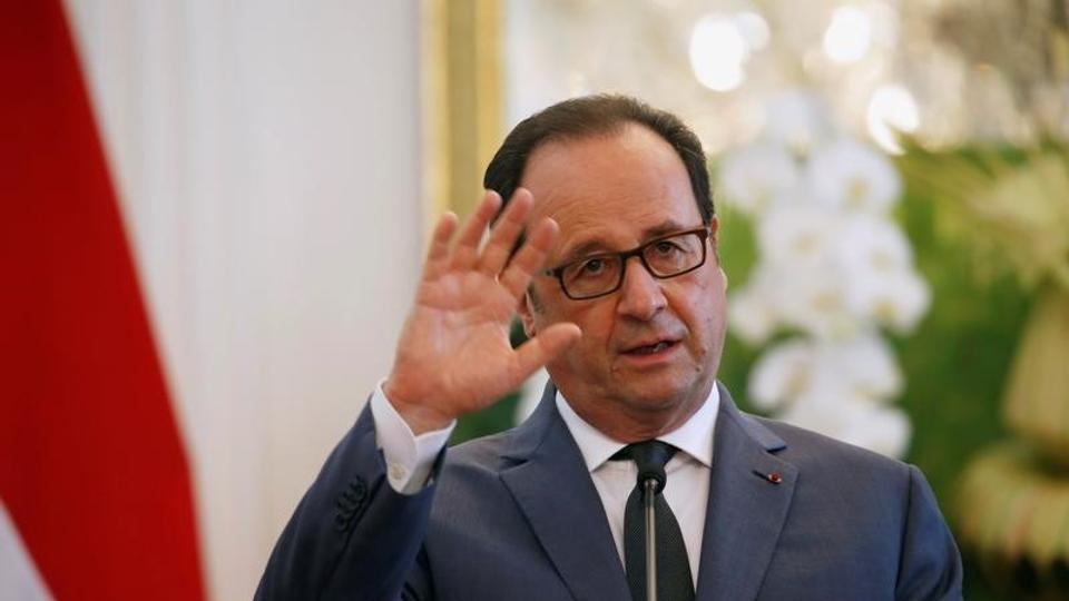 French President Francois Hollande said onThursday that Britain must agree on the conditions of its exit from the EU before the bloc's members discuss other issues such as a trade deal.