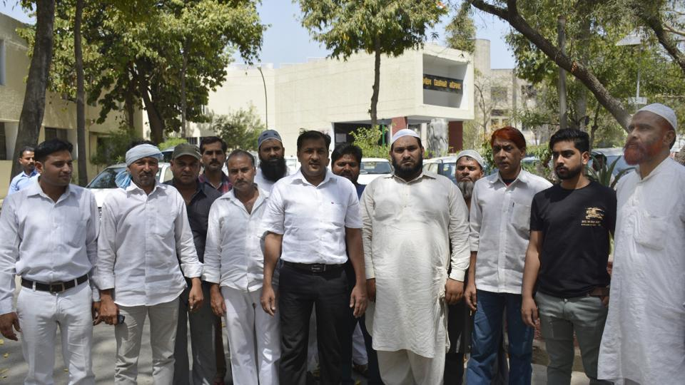 Meat shop owners staged a protest outside the district magistrate's office on Thursday and said that the new guidelines are difficult for them to follow owing to cash constraints.