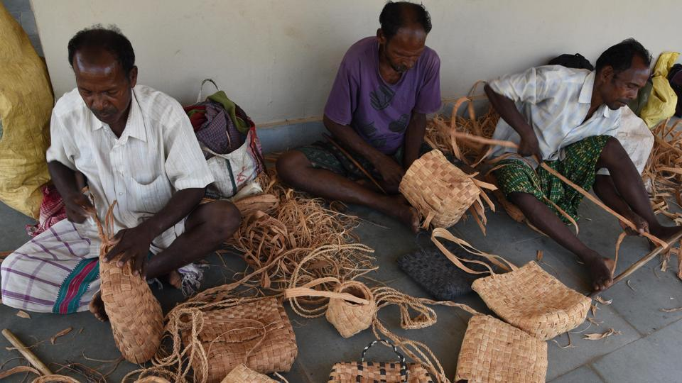 Baskets and other weaves being shaped by Mankirda tribals busy at work. (Arabinda Mahapatra/ht photo)