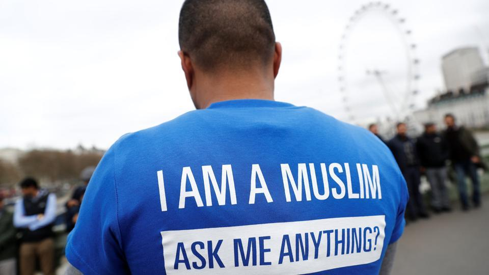 "Some people dropped flowers into the River Thames, while others wore T-shirts reading: ""I AM A MUSLIM. ASK ME ANYTHING"". (Stefan Wermuth/REUTERS)"