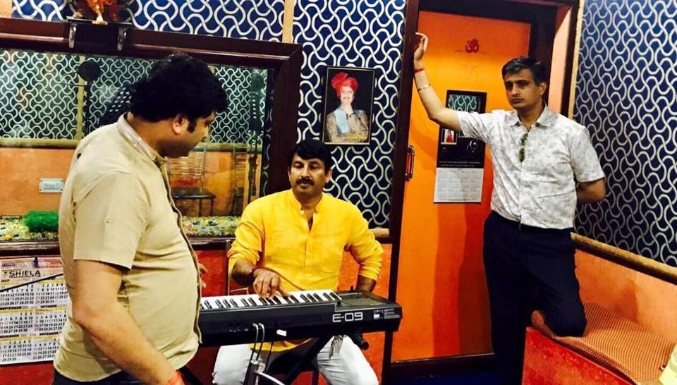 Delhi BJP chief Manoj Tiwari records the song 'Bhajpa Dil main, Bhajpa Dilli main' at a studio in Karkardooma.