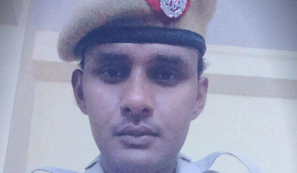 Constable Jitender Tomar was stabbed in Patel Nagar. He was admitted to the BLK Hospital.