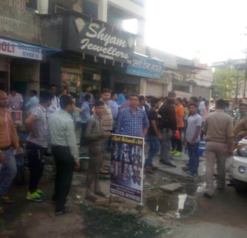 Ghaziabad,chain snatching,robbery