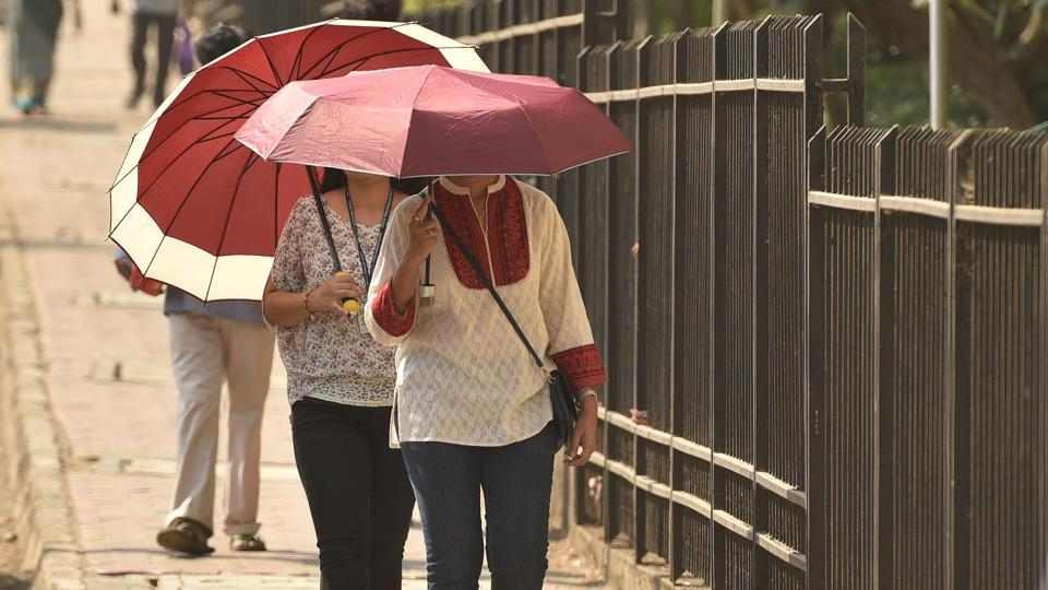 On Thursday, the Met department recorded 44 degrees Celsius in Nagpur, the state's second capital,  and similar temperatures in Akola and neighbouring Wardha district. In Amravati, the temperature was a notch lower at 43 degrees Celsius.