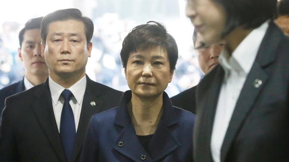 Ousted South Korean President Park Geun-hye arrives for questioning on her arrest warrant at the Seoul Central District Court in Seoul.