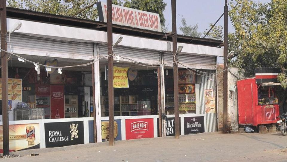 A liquor shop on the highway in Ludhiana. The Supreme Court inDecember last year banned such vends along national and state highways and said they should be at a distance of 500m.