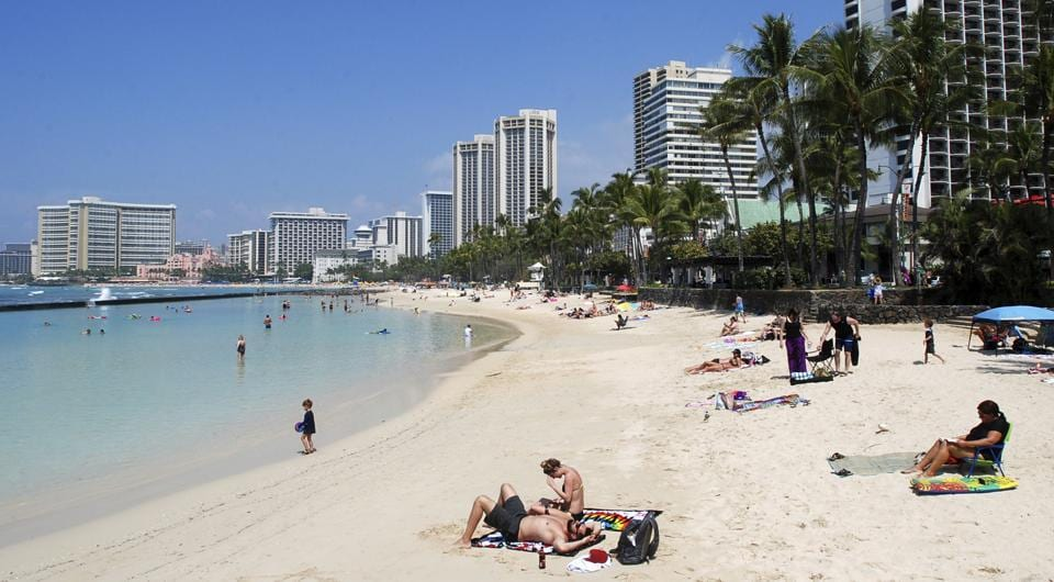A federal judge in Hawaii blocked USPresident Donald Trump's latest travel ban, saying it will harm Hawaii's universities and tourism industry.