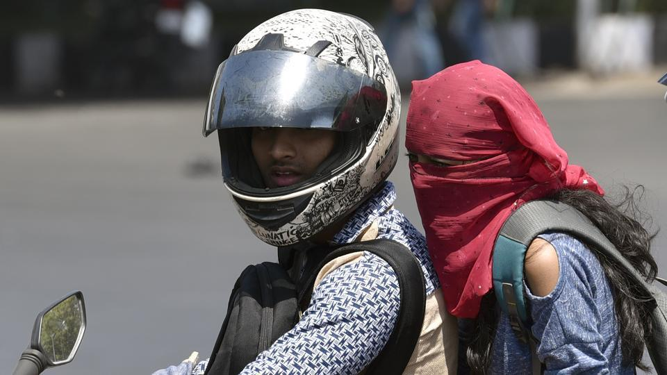 T=Despite the weather department's prediction of the heat wave subsiding, the Maharashtra government has extended its action plan to cover 22 districts where mercury levels crossed the normal mark last week. .