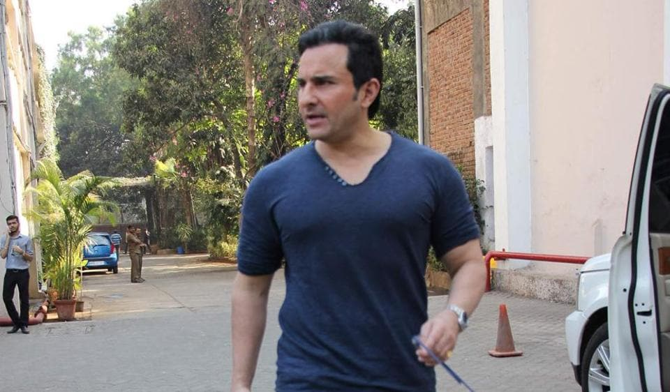Actor Saif Ali Khan says that people should take note of the hazards of looking for love on mobile applications and websites.